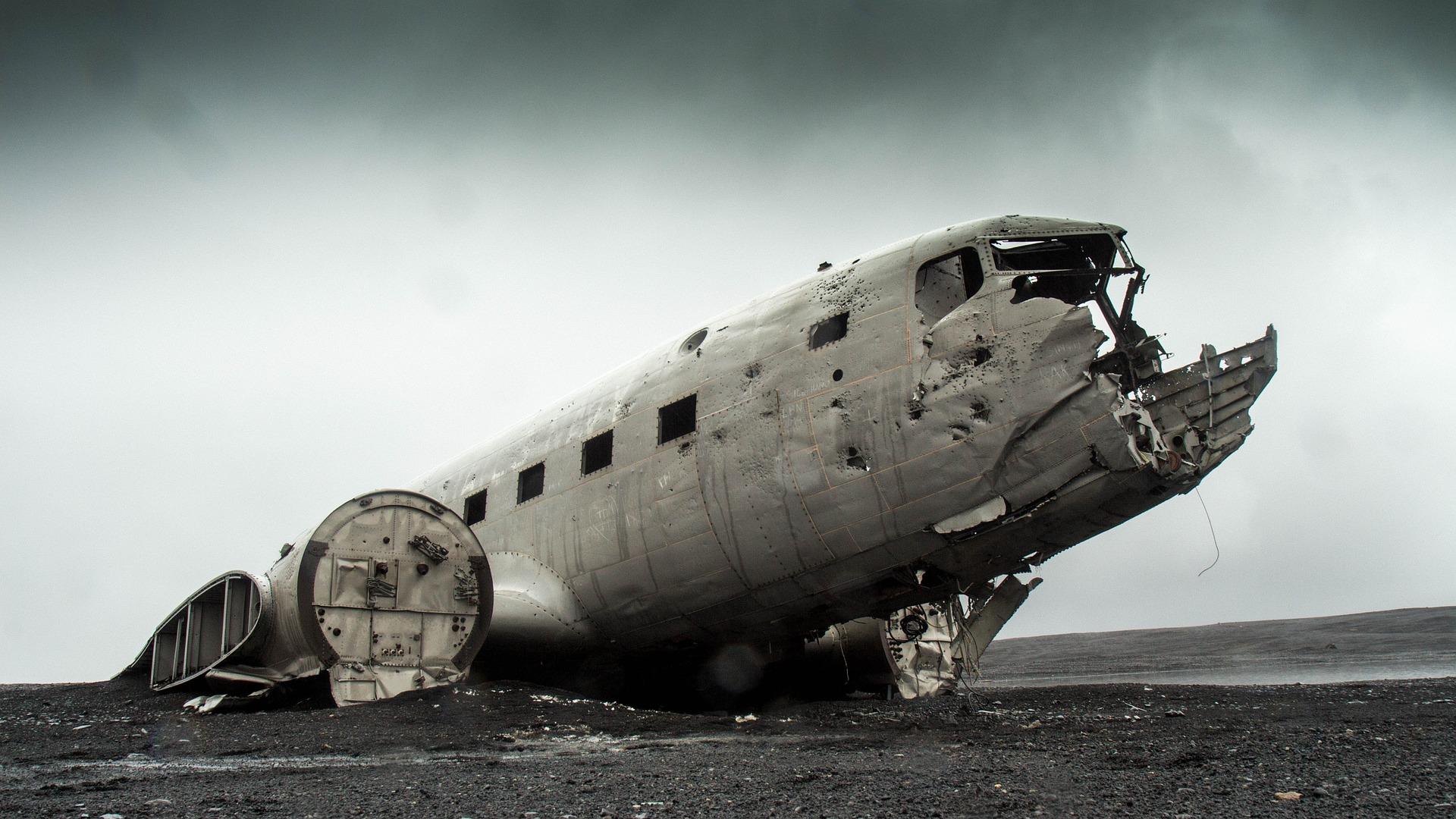airplane-731126_1920.jpg